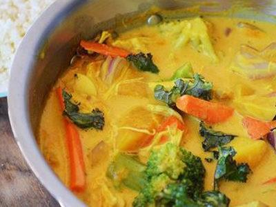 AIP recept- Kókuszos 'Curry' Karfiolrizzsel