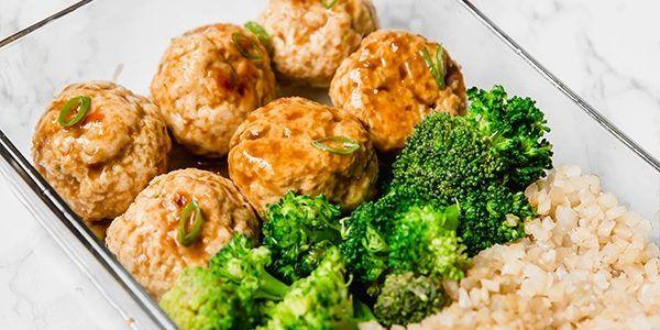 Uzsonnás doboz ötletek – Teriyaki csirke húsgombóc karfiolrizzsel