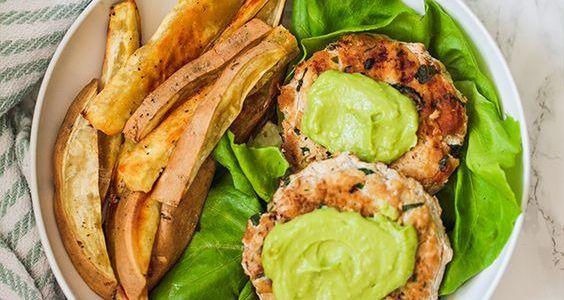Spenótos, avokádós csirkeburger – avokádó majonézzel